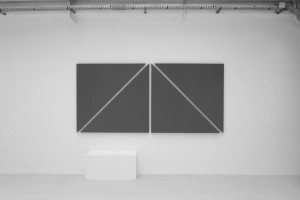 « diagonal painting in 4 parts », 2012, acrylique sur toile, 135 x 288,5 cm