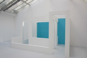 « half », 2013, placoplâtre, 240 x 410 x 255 cm