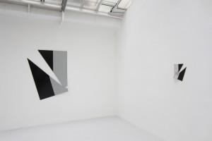« Broken Ornament #7 », 2013, laque sur aluminium, 144 x 112 x 8 cm