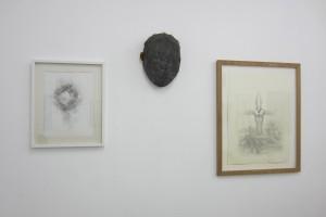 Didier Trenet, « En cœur, en cœur », 2011-12, crayon sur papier, 38,5 x 28,5 cm, « Étude de face (Ève) », 2009, bois, métal ciment, verre, 30 x 21 cm et « Mouche », 2012, crayon et encre sur papier, 63 x 46,5 cm