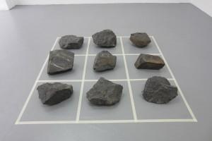 « La preuve par 9 », 1991, 9blocs/sculpture en tuf noir de Fontaine Froide, 120 x 120 cm