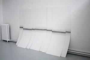 sans titre, 2013, mine graphite sur papier marouflé sur bois, (8x) 210 x 65 cm – Vue de l'exposition des diplômés de l'École nationale supérieure des beaux-arts – ENSBA, Paris, 2013