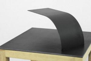 Sans titre (sculpture-maquette), 2018, acier, 30 x 30 x 10 cm