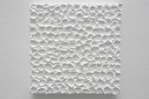 « Monochrome blanc fait à la petite cuillère #1 », 2013, acrylique sur toile, 30 x 30 cm