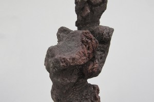 EUGÈNE DODEIGNE : Portrait – 1961 – Lave – 72 x 39 x 29 cm