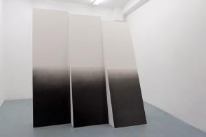 Sans titre (polyptyque pour ligne d'horizon #3), 2015, mine graphite sur papier marouflé sur bois – 218 x 204 x 75 cm