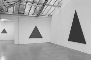 Triangle Painting, 2015 – acrylique sur toile, 254 x 180 cm