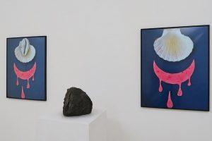 L'Aurore se lève (version aphrodisienne), 2017, photographies couleur (65 x 50 cm), et lave volcanique