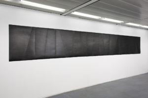Sans titre, 2017, graphite sur papier, 90 x 635 cm – exposition Assemblage, galerie Jeune création, Paris, 2017