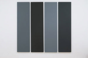 Painting in Different Greys, 1990, acrylique sur toile, 216 x 54 cm – total: 216 x 229,5 cm