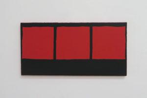 3 carrés rouges sur fond noir – 2019, acrylique sur tissu, 25 x 50 cm