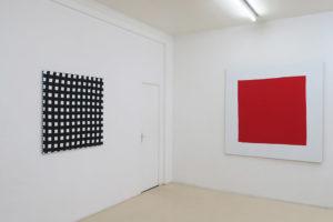 WEB – 2019, acrylique sur tissu, 100 x 100 cm / Carré rouge – 2019, acrylique sur tissu, 160 x 160 cm