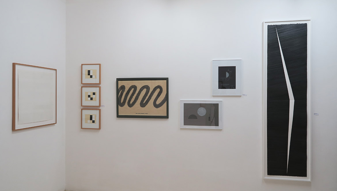 François Morellet, N° 77162, 1977 - Nicolas Chardon, Damier, 2020 - David Tremlett, What Made Milwaukee Famous, 1976 - Michel Verjux, Le tableau de Paris (XII), 2020 & Matière noire et lumière blanche, 2015 - Mathieu Bonardet, Entaille VI , 2019